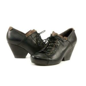 OTBT Rockdale leather boots